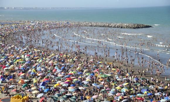 Regateando y por menos días, así se veranea en Mar del Plata