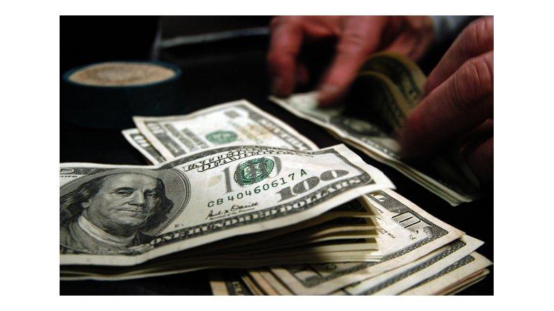 El dólar cotiza a 14,87