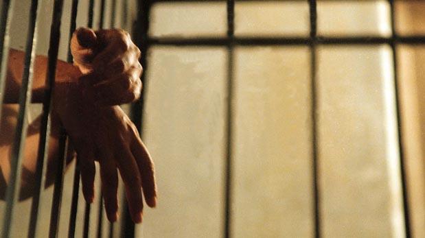 Un comisario denunció a dos policías por golpear a presos