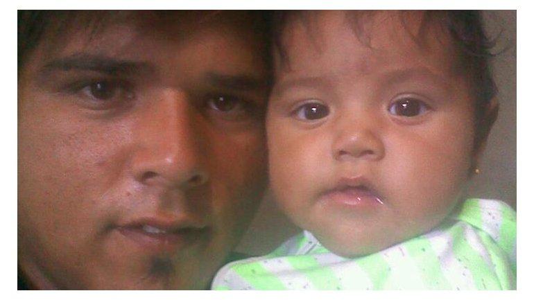 El padre de la nena abandonada en el auto culpó a la madre y ahora pide la tenencia