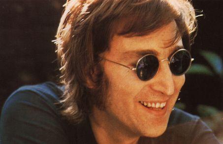 Subastaron una guitarra de John Lennon