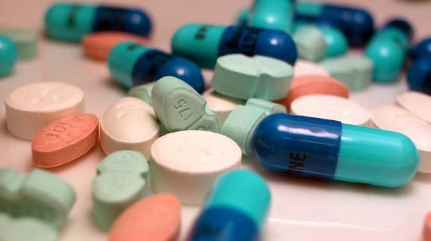 Laboratorios nacionales acuerdan baja de precios de medicamentos