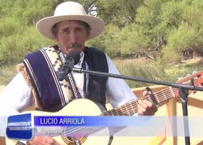 El payador Lucio Arriola en la presentación de Sarmiento durante 2013 en Argentina x Argentinos.
