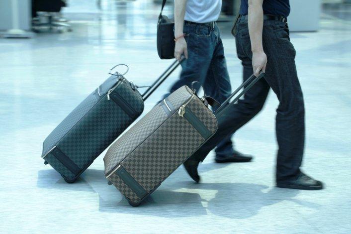Los celulares y laptops sólo podrán ir en equipajes de mano