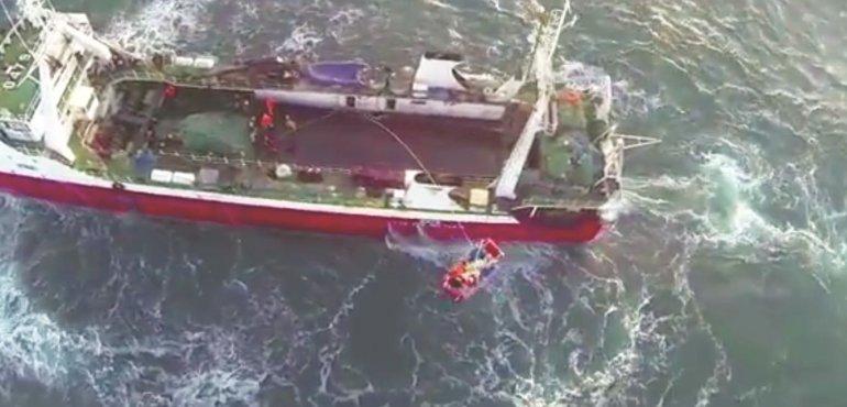 Importante despliegue de Prefectura de Comodoro para rescatar a tripulante de pesquero