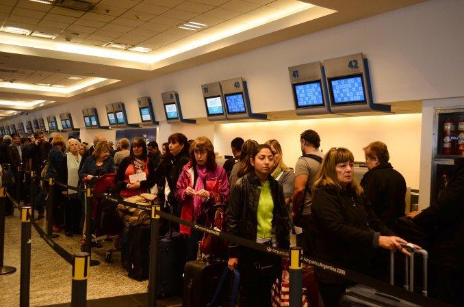 Hay demoras en los vuelos de Aeroparque y Ezeiza