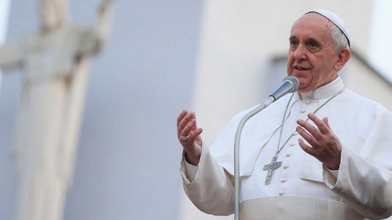 Francisco inicia su gira  de tres días en Armenia