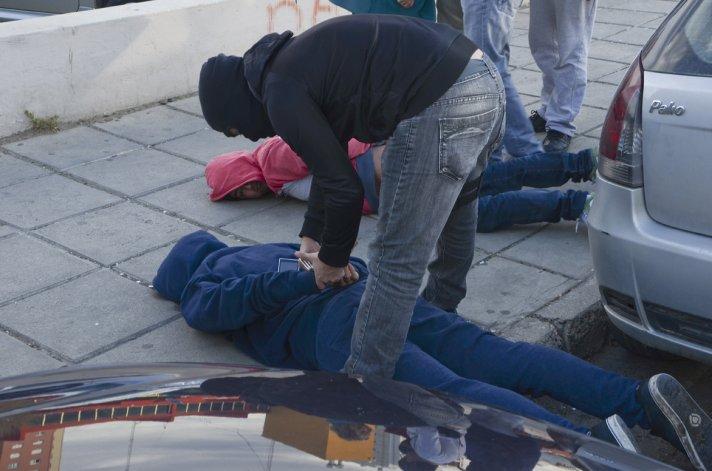 Delincuentes se enfrentaron a los tiros con la policía tras robar dos casas