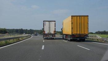 Robaron un camión que tenía una millonaria carga