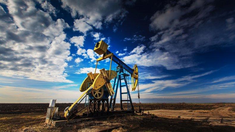 El petróleo se hunde 6,5% y cae debajo de los u$s 27
