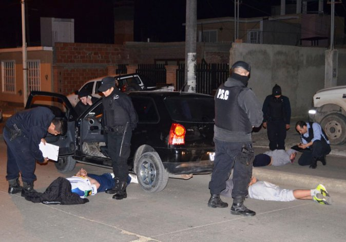 Siete detenidos: secuestraron droga, armas y dinero