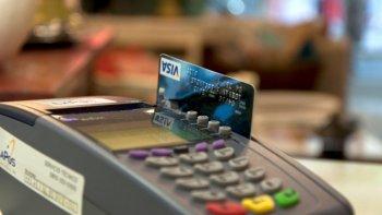 bajaron los pagos con debito y se desplomaron la ventas en cuotas