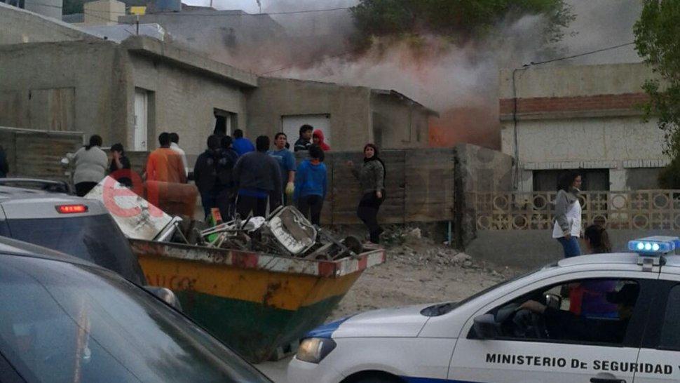 Se incendió una vivienda en el barrio San Martín: no hubo víctimas fatales