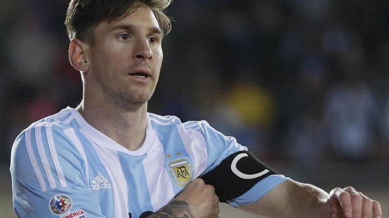 El ídolo argentino no podrá estar presente en el inicio de las Eliminatorias por una lesión.