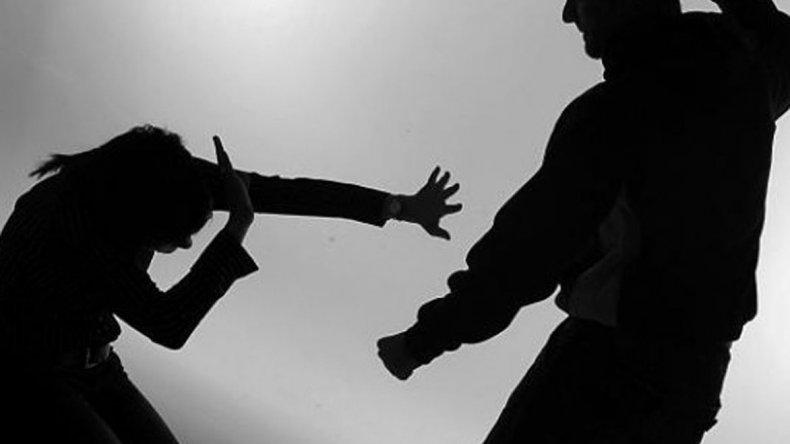 Un hombre apuñaló y le pegó salvajemente a su mujer en el Pietrobelli