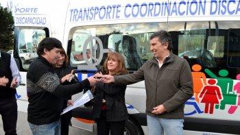 El minibus fue destinado al área de Salud de Perito Moreno.