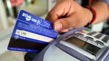 todos los comercios deberan aceptar tarjeta de debito