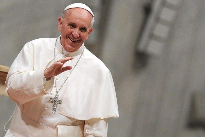 La salud de Francisco motivo de polémica en el Vaticano.