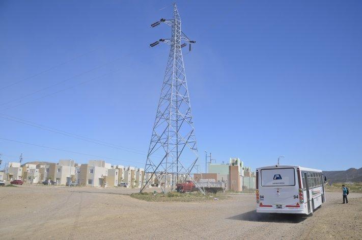 A metros de la vivienda se encuentra la torre de alta tensión