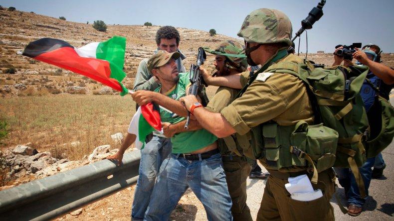 La tensión continúa siendo permanente en los territorios que se disputan palestinos e israelíes.