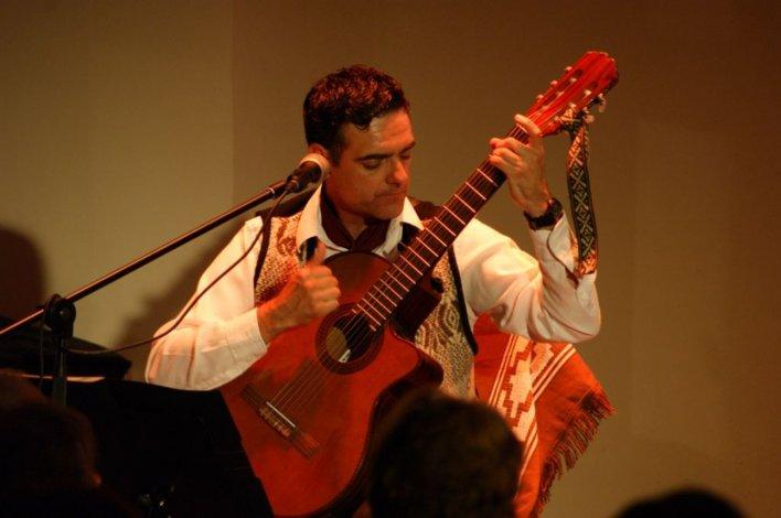 El artista comodorense Gustavo Imusa llevará la música chubutense para deleitar a los habitantes de Buenos Aires.