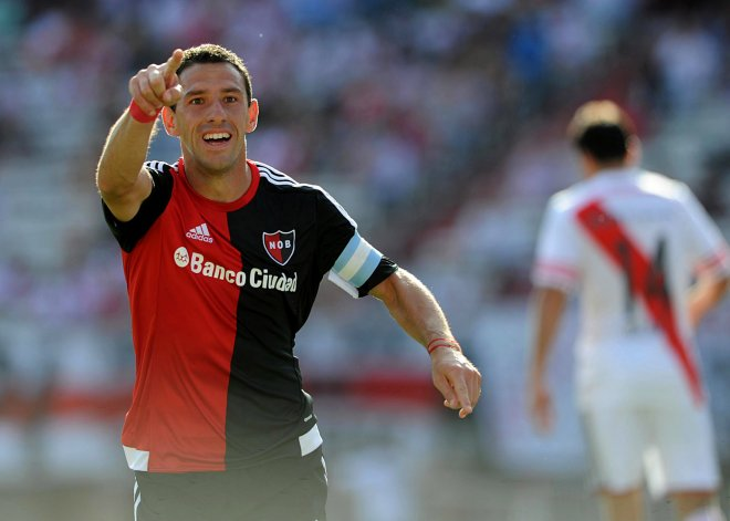 Maxi Rodríguez abrió la cuenta en el Monumental y Newells volvió a festejar luego de tres fechas.