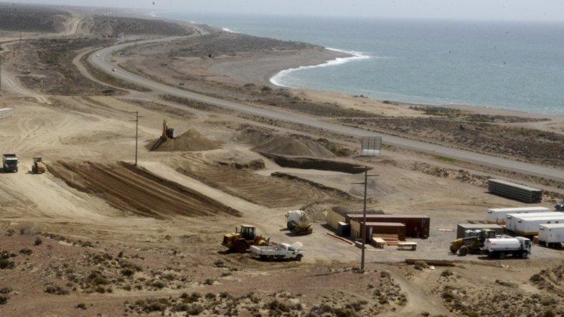 El predio de una hectárea en el que se está emplazando la planta de ósmosis inversa está ubicado a 3 kilómetros al norte de Caleta Olivia.