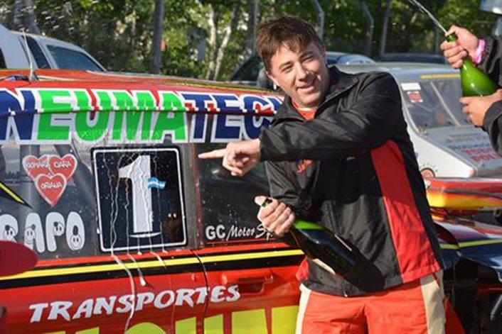 Javier Figueroa y el Escorial Motorsport pegaron el 1 en los laterales del Ford que se prepara en Las Heras.