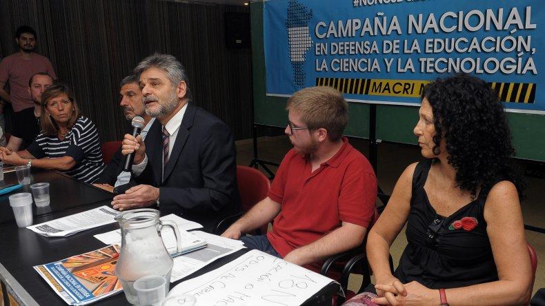Daniel Filmus encabezó el lanzamiento de la campaña en defensa de la ciencia y la educación.