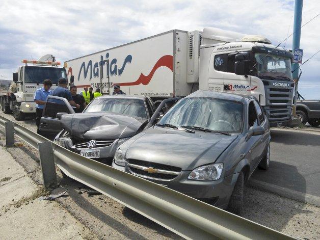El Chevrolet Corsa se cruzó de carril y el Volkswagen Gol lo embistió en el derrape. Las dos conductoras sufrieron fuertes traumatismos.