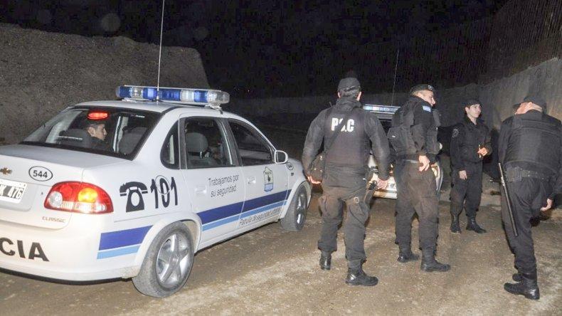 Efectivos de la Seccional Quinta de Policía y del Comando Radioeléctrico detuvieron a uno de los sujetos que habría disparado los balazos que hirieron a dos personas.