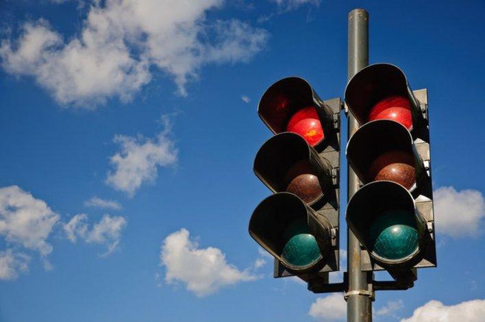 Ya hay 12 semáforos habilitados de los 24 prometidos
