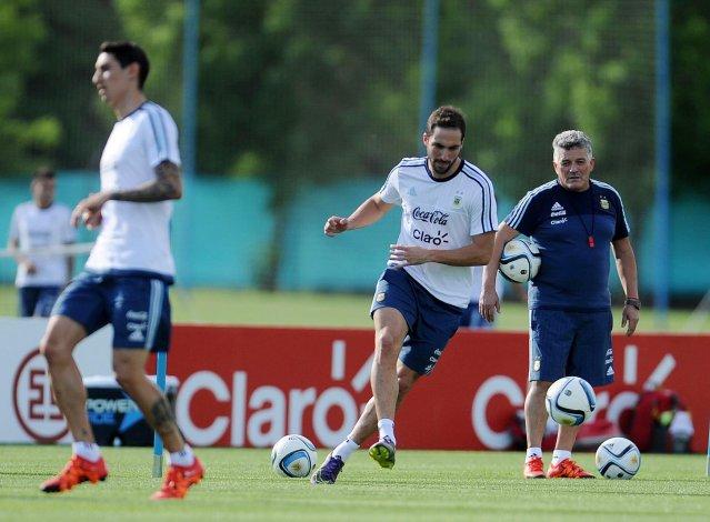 Gonzalo Higuaín se sumó ayer a los entrenamientos de la selección argentina de fútbol que volvió a trabajar en el predio de Ezeiza.