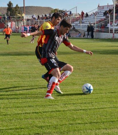 Huracán viene de ganarle a Cruz del Sur de Bariloche por 1-0.