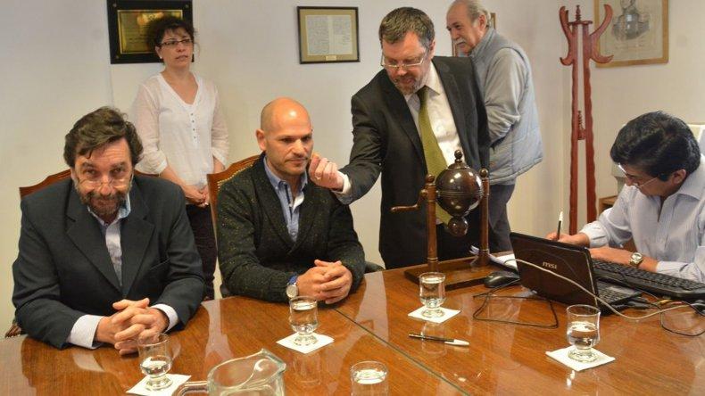 Miembros de la Secretaría Electoral y del Superior Tribunal de Justicia supervisaron el fallo del bolillero que favoreció a la referente de Encuentro Vecinal.