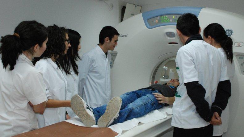La carrera de medicina seguirá funcionando aunque no se construya el Hospital Escuela