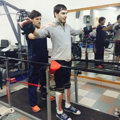 Presentaron en un congreso internacional tratamiento que logra que cuadripléjicos caminen