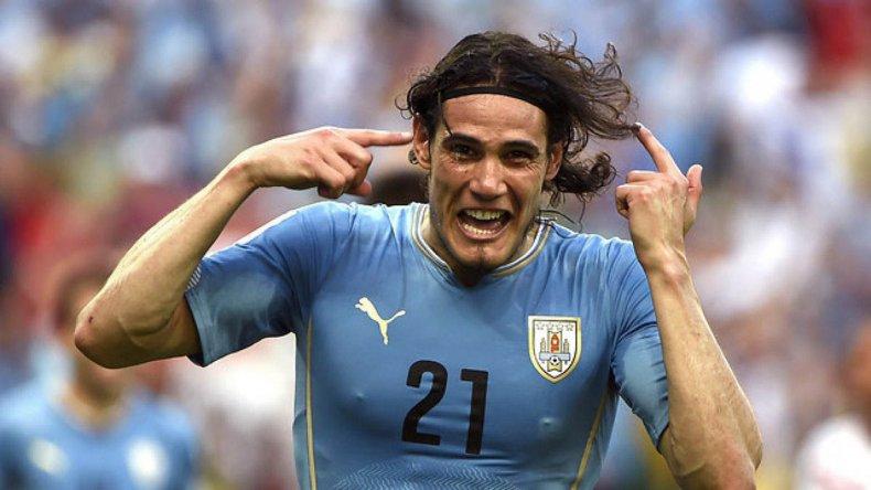 Edinson Cavani vuelve a la delantera uruguaya tras cumplir una suspensión.