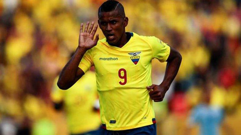 Fidel Martínez festeja el gol que le aseguró el triunfo a Ecuador ayer ante Uruguay.