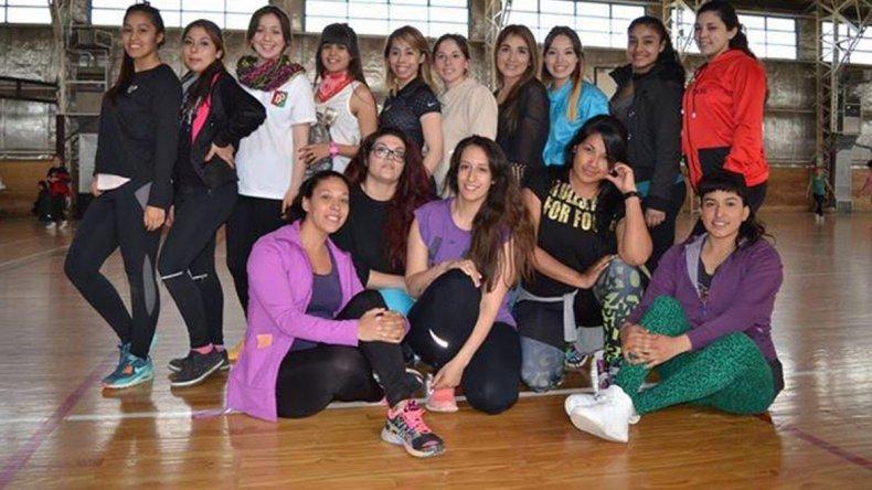 Las profesoras de las diferentes escuelas municipales de gimnasia aeróbica y ritmos están listas para despedir el año 2015.