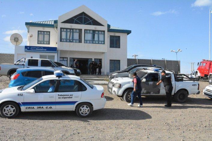 El entorno del edificio de la Comisaría Quinta fue cercado por fuerzas policiales durante los incidentes