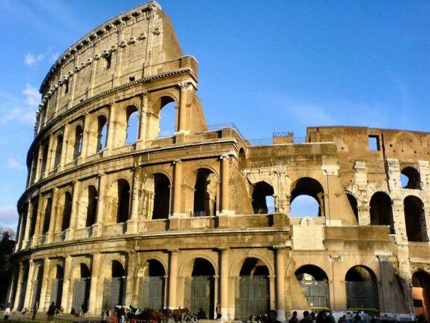 Italia reconstruirá la arena del Coliseo