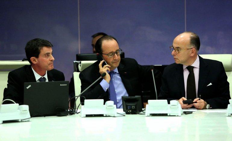 Reunión del presidente François Hollande con el primer ministro Manuel Valls y el ministro del Interior