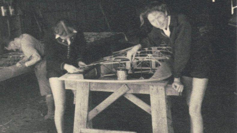 Solveig Wallem e Hilda Frank trabajando en los galpones de Astra.