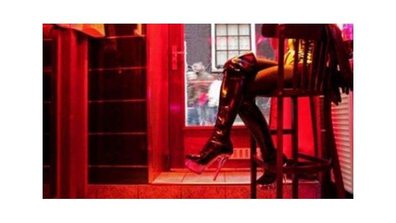 La ordenanza prohíbe el funcionamiento de locales nocturnos donde se promueva el comercio sexual.