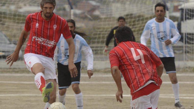 Huracán derrotó ayer 3-1 a Puerto Argentino por la división A de la categoría Senior.