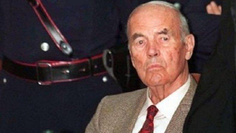Autorizaron al nieto de un criminal nazi a cambiarse el apellido