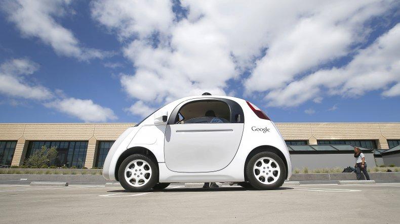 Multaron a  un Google Car por ir demasiado lento