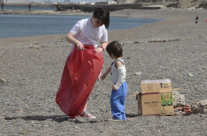 Decenas de voluntarios limpiaron playas de Comodoro y Rada Tilly
