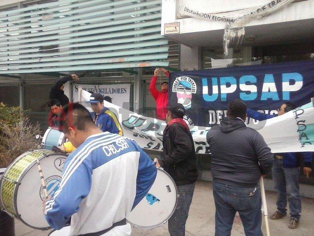 El gremio de vigiladores firmaría acuerdo con YPF después del mediodía